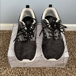 Nike Roshe One Winter Design Woman Size 6.5 Used